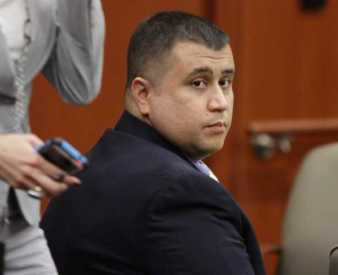 Murderer George Zimmerman, note even the cop in the picture is texting. Is it any surprise idiot vigilante's think they can do a better job?