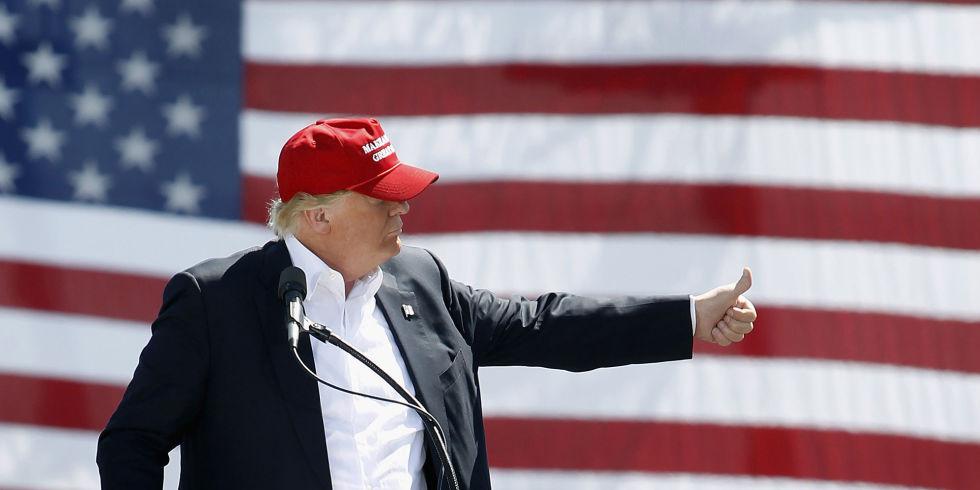 trump_at_flag