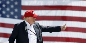trump_at_flag