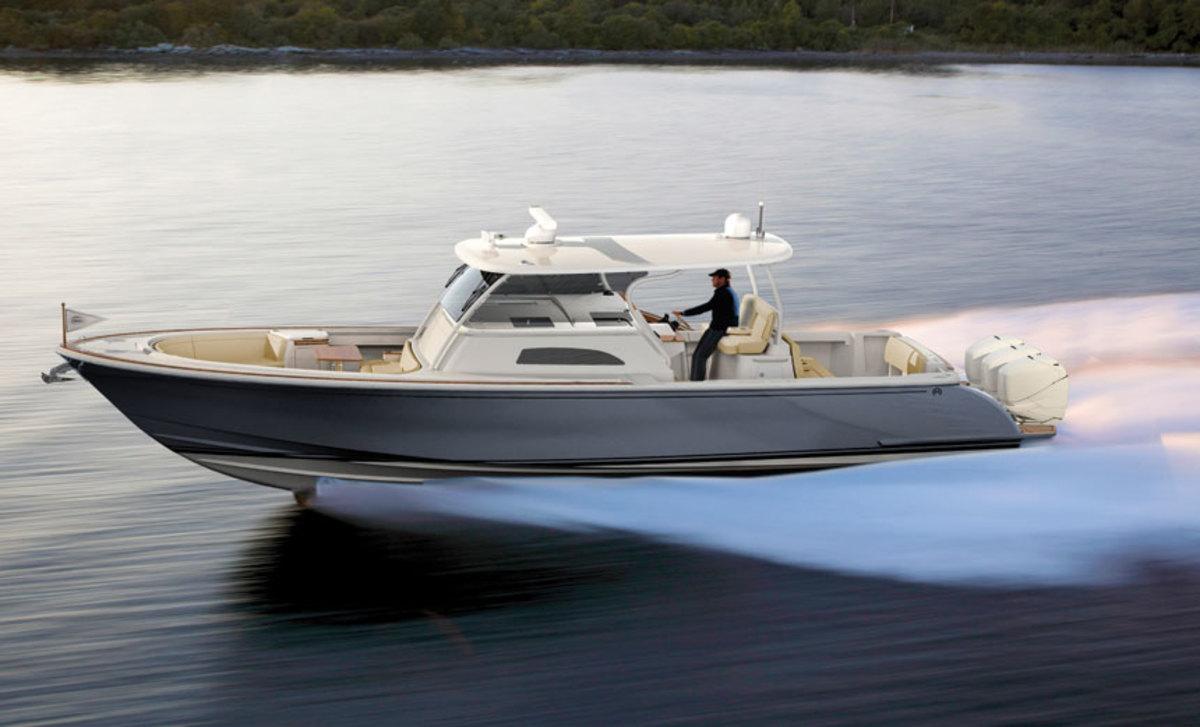 hinckley-sport-boat-cc_running_high-res.jpg